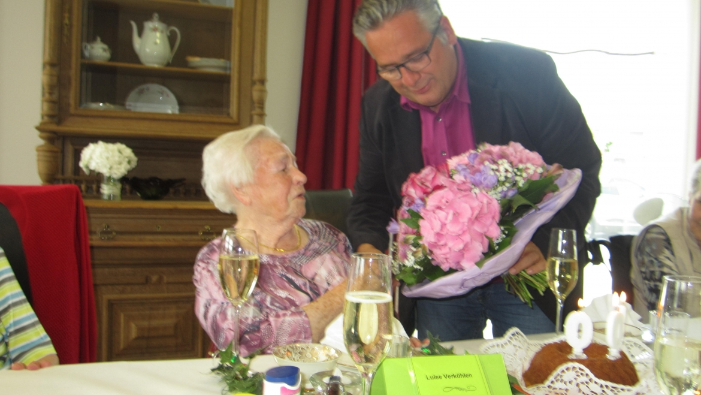 Alles Gute zum 100. Geburtstag Frau Verkühlen